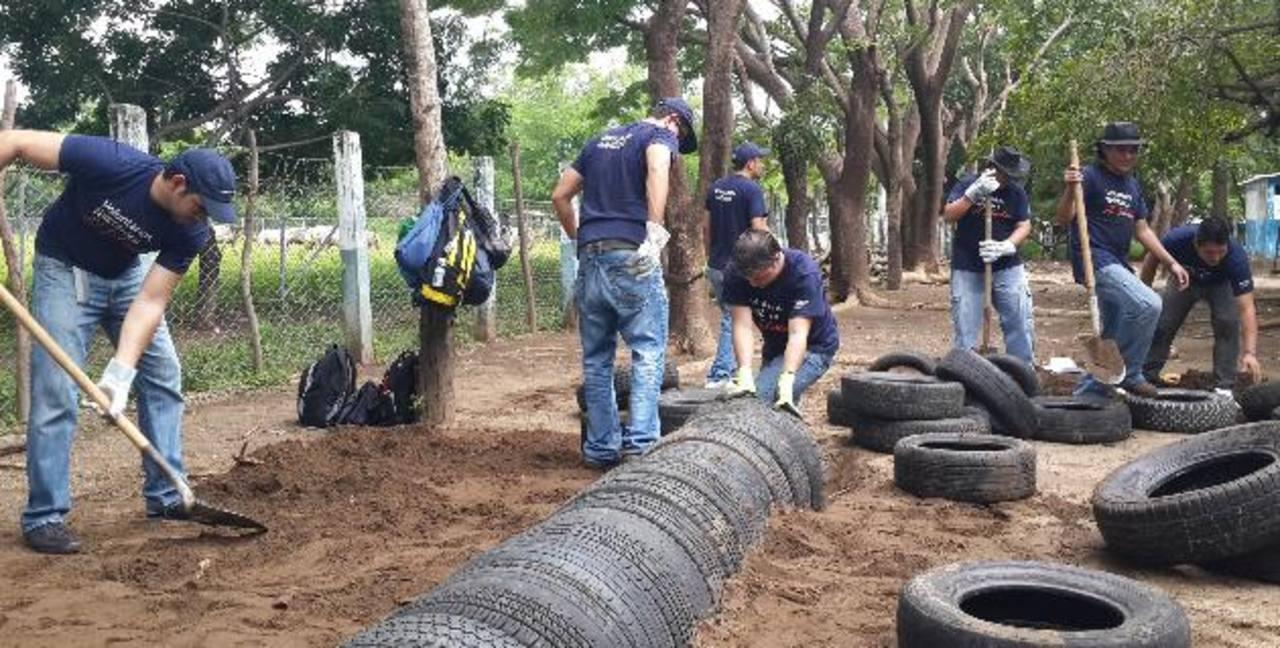 Unos 150 voluntarios de Telefónica El Salvador participaron en las actividades. Foto EDH / Cortesía