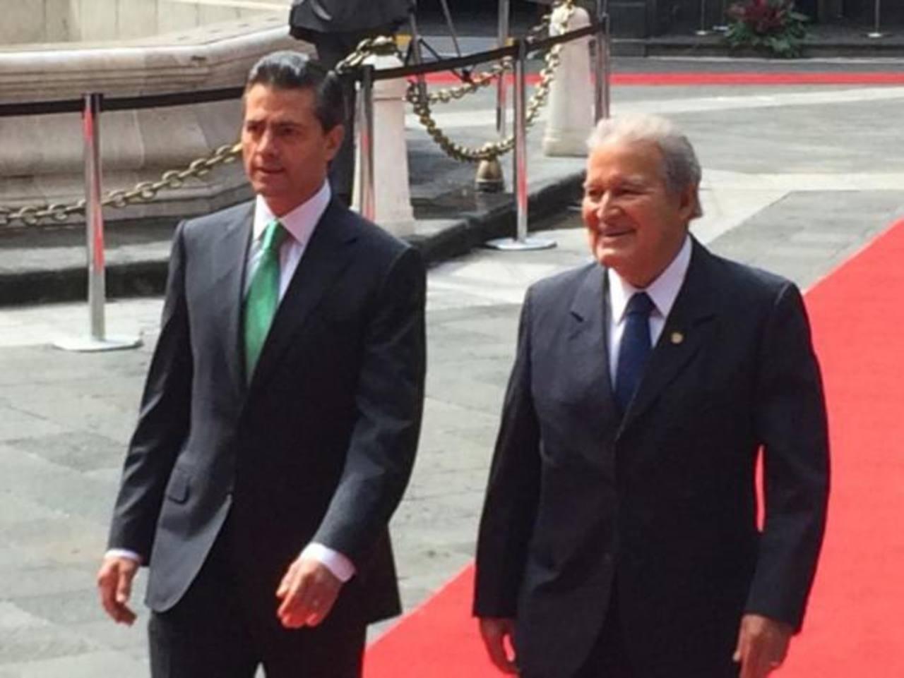 Sánchez Cerén se reúne en México con Enrique Peña Nieto
