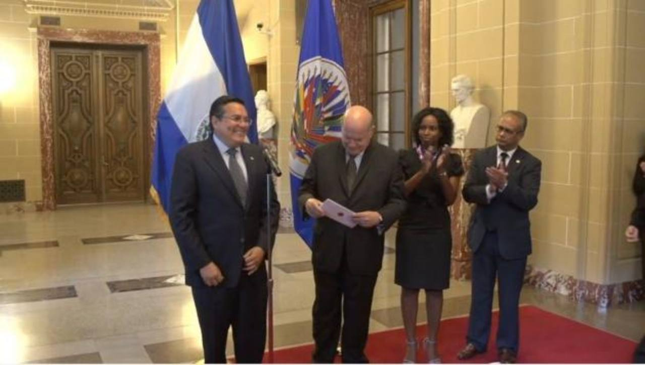 Francisco Laínez presenta credenciales ante la OEA