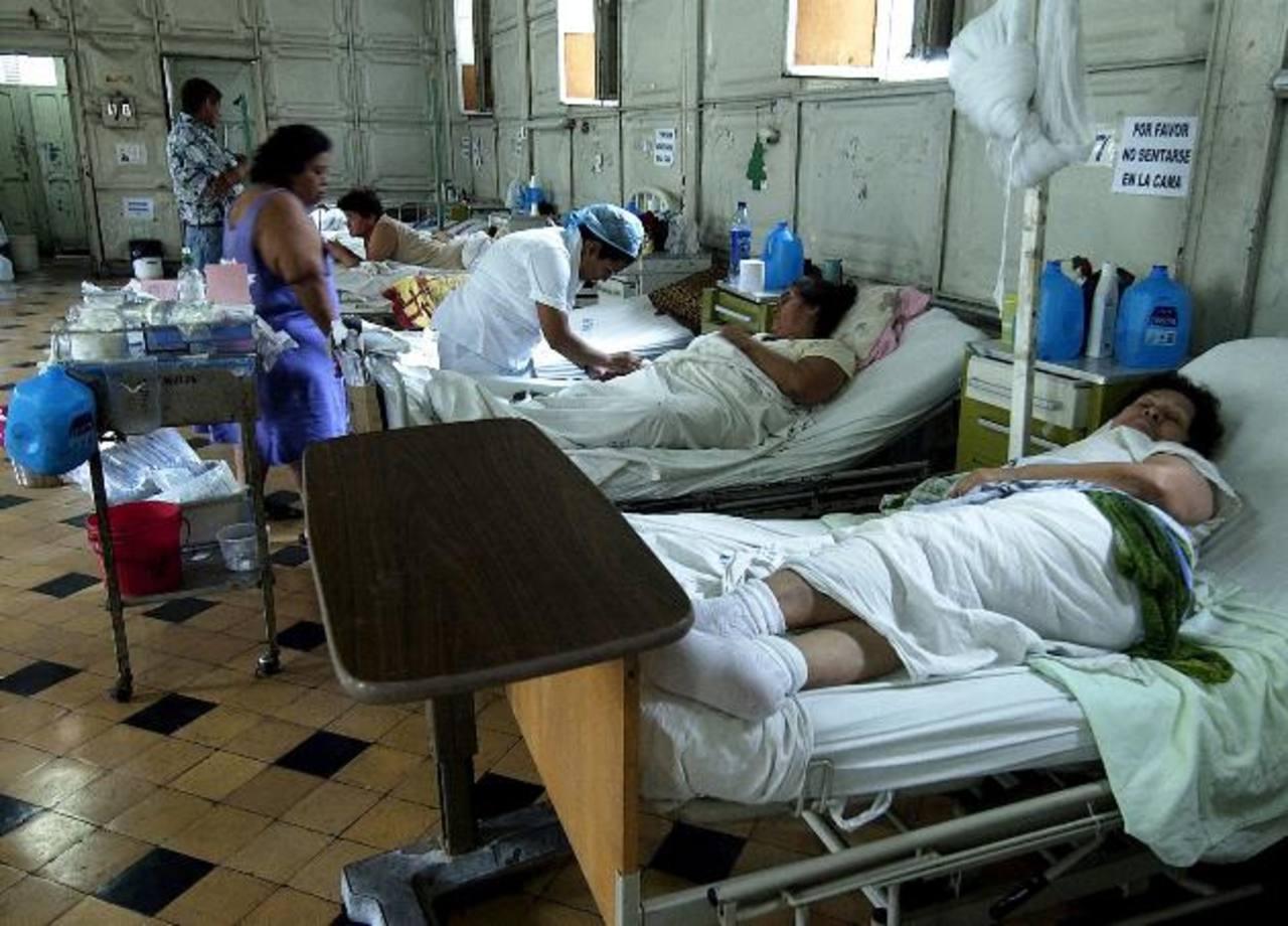 Varios pacientes permanecen hospitalizados en el área de Neurocirugía del Rosales.