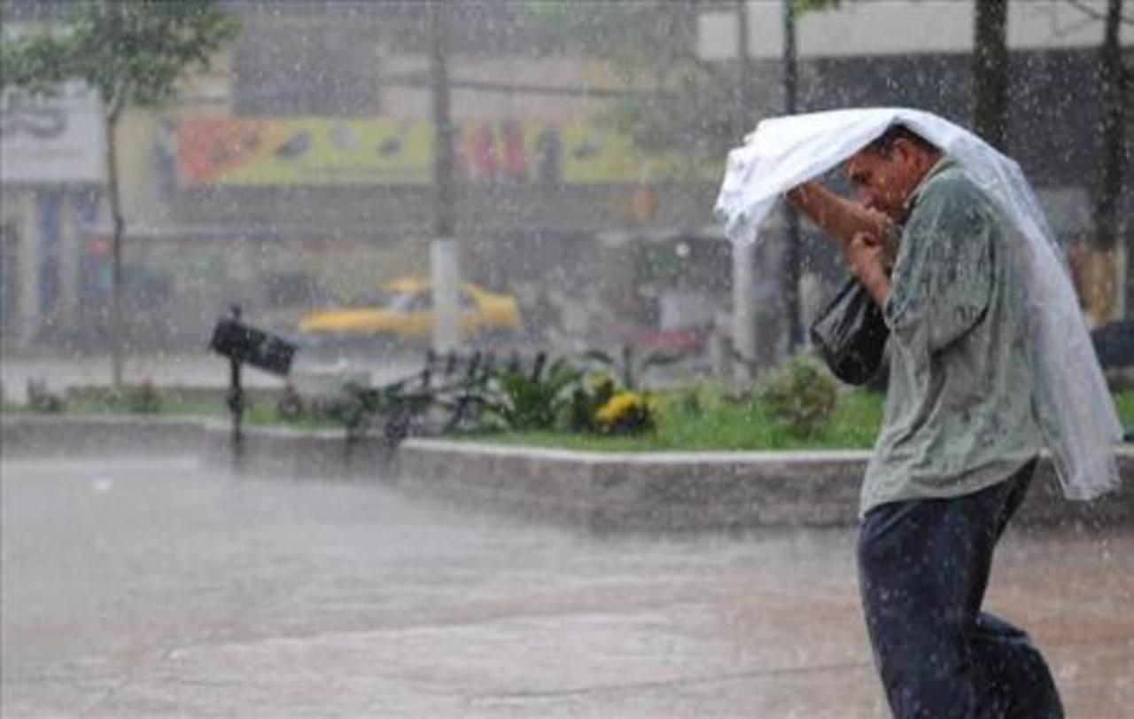 Advertencia de más lluvias hoy y mañana