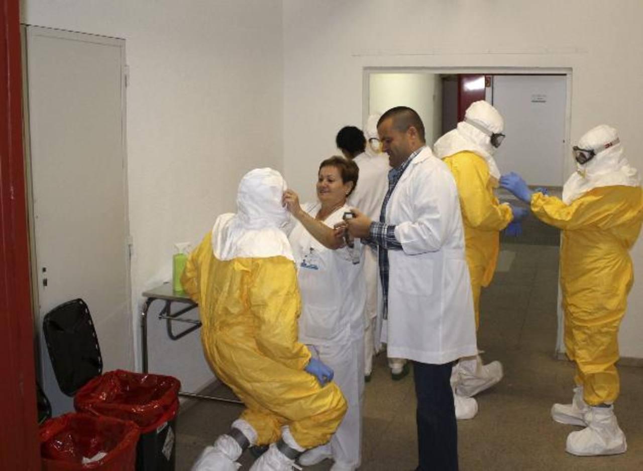 España intenta controlar el ébola.