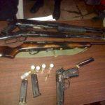 Las armas fueron incautadas en el barrio La Bolsa y la colonia El Pibe, en Puerto El Triunfo, Usulután. Foto EDH / Prensa FGR