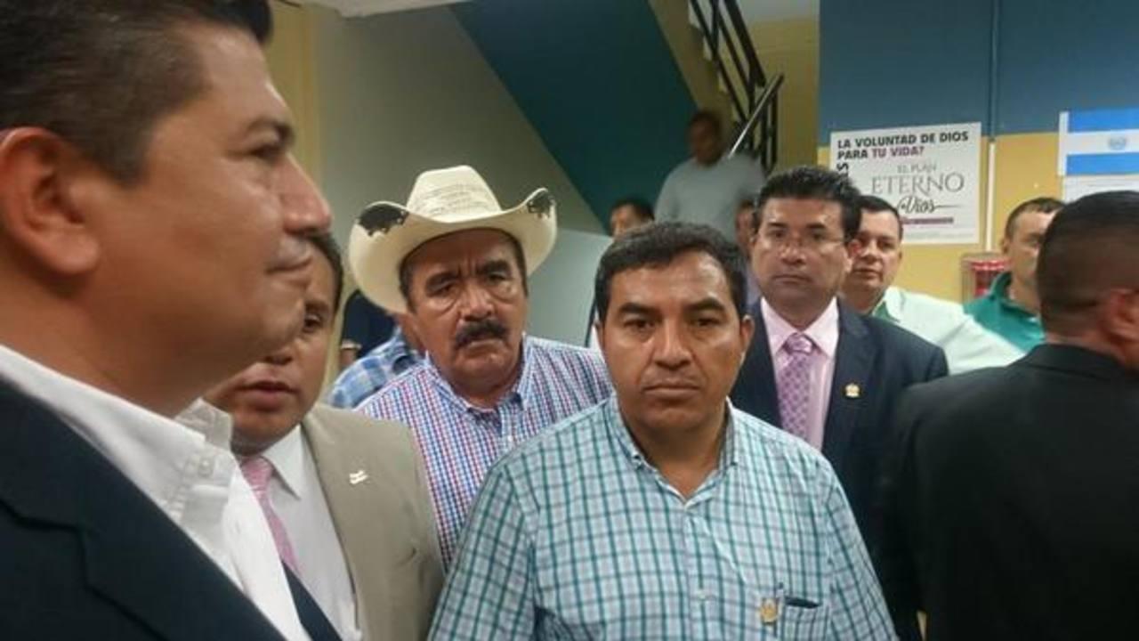 Alcaldes de ARENA, PCN y GANA pidieron una prórroga para la entrada en vigencia de concejos plurales.