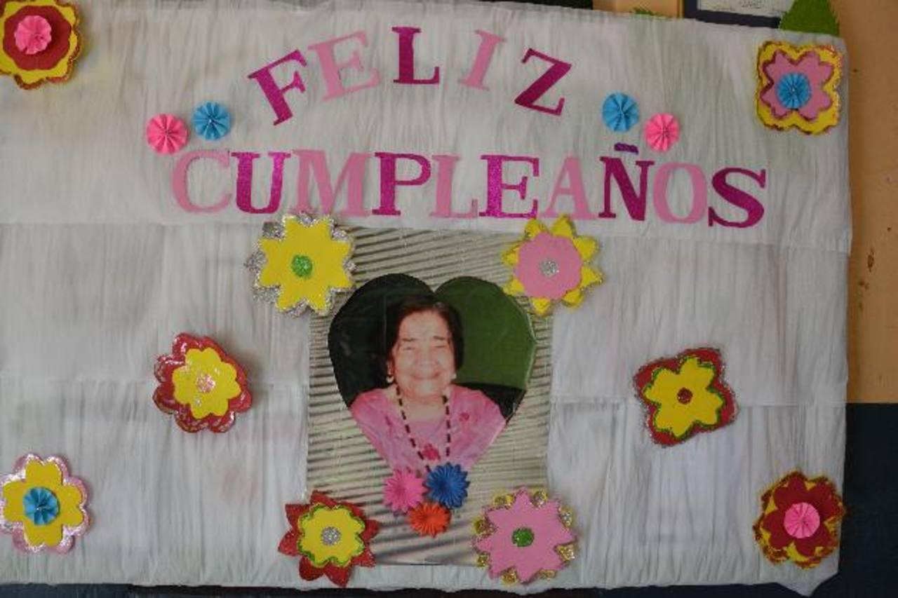 La familia del Lisam recordó el jueves 25 de septiembre el natalicio de doña Alicia. La fundadora del colegio migueleño cumpliría 92 años; sin embargo, se adelantó en el camino a la vida eterna hace cuatro años. foto edh / carlos segovia