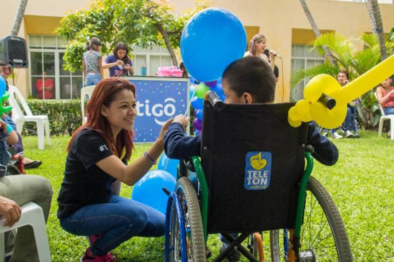 Los menores compartieron gratos momentos con los voluntarios que participaron en el convivio. foto edh / cortesía.