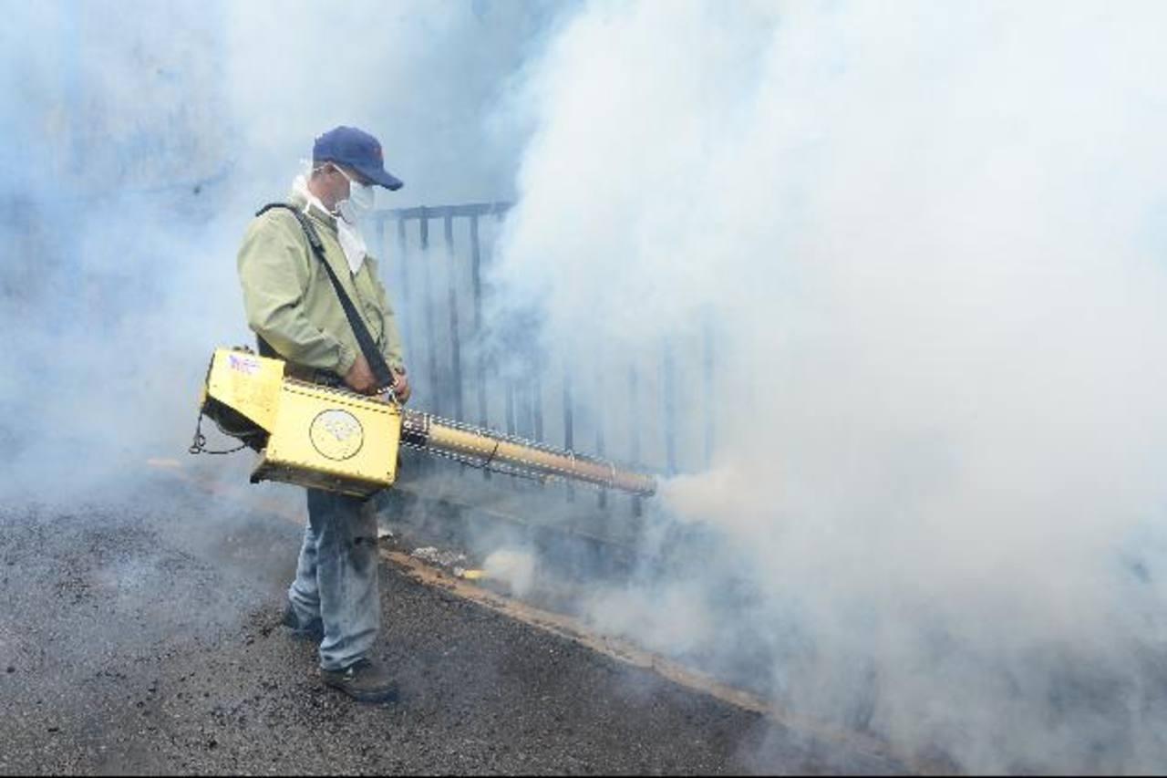 El Salvador amplía alerta por dengue y chikunguña