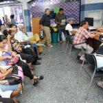 Cientos de salvadoreños perdieron su tiempo esta semana en las instalaciones del Cenade en busca de una respuesta a la suspensión del subsidio sin aviso previo, según denunciaron. El descontento era evidente ayer. Foto EDH / Claudia Castillo