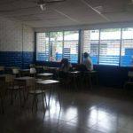 La escuela luce con escasos alumnos.