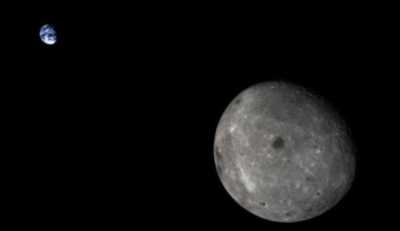 La imagen fue captada por la cámara de vigilancia de paneles solares de una sonda china.