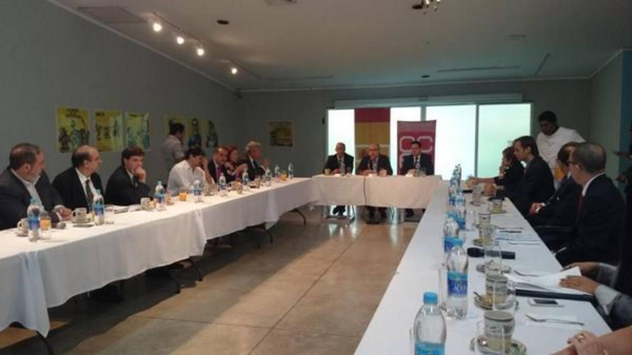 La embajada de España realiza un coloquio para abordar el tema
