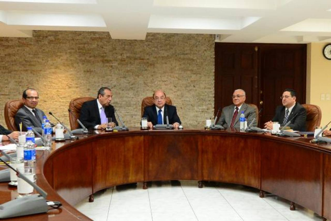 Magistrados Sidney Blanco, Florentín Meléndez, Armando Pineda, Belarmino Jaime y Rodolfo González. Foto EDH / archivo