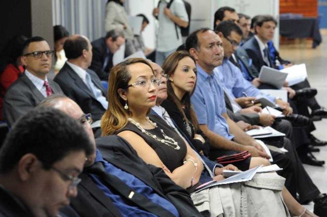 Analista, empresarios y diputados asistieron ayer a la presentación del informe de Fusades. foto edh / claudia castillo