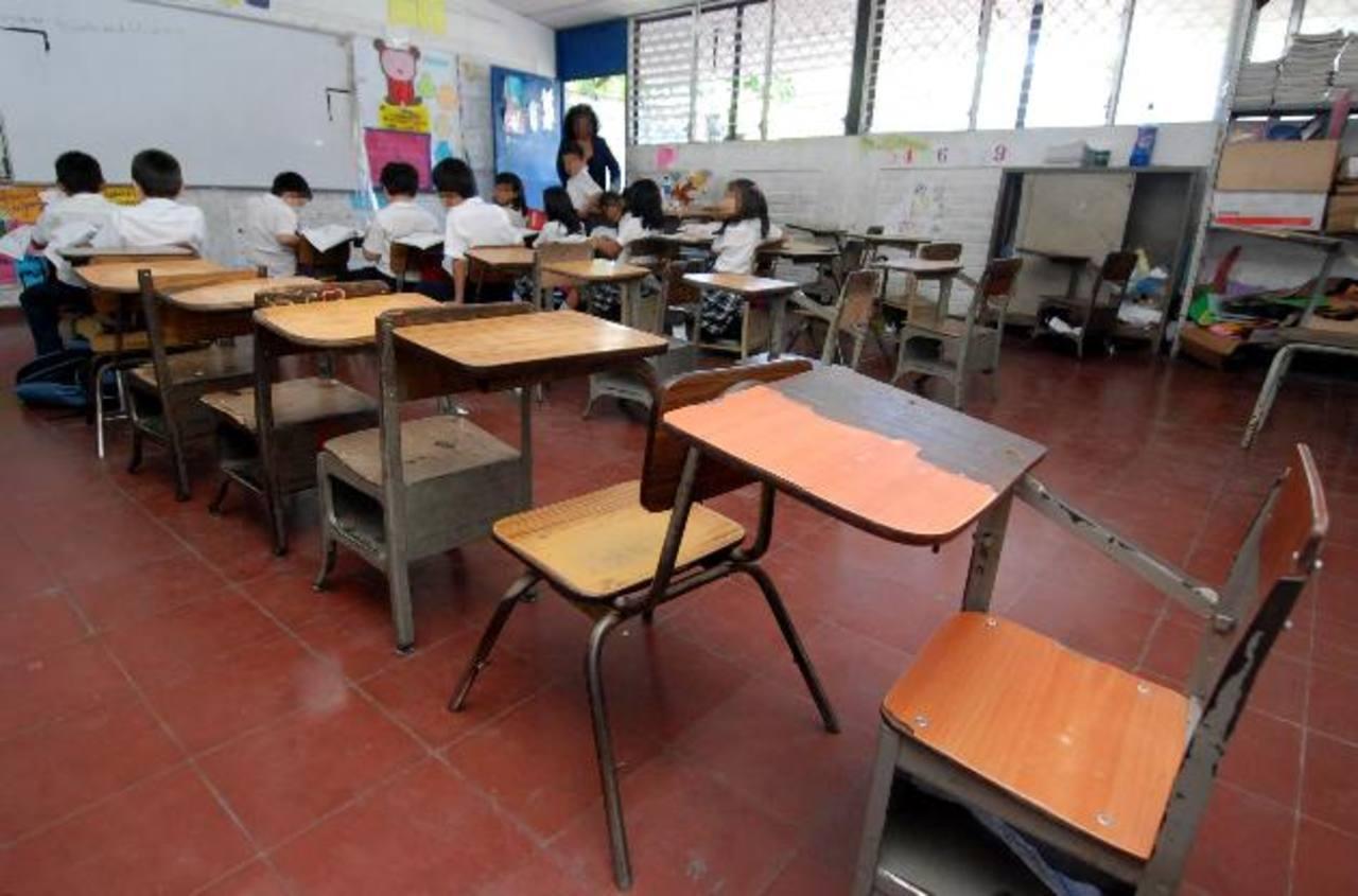 Muchas escuelas tienen demandas insatisfechas en términos de infraestructura, mobiliario escolar, recursos didácticos y docentes especializados. Foto EDH / ARCHIVO