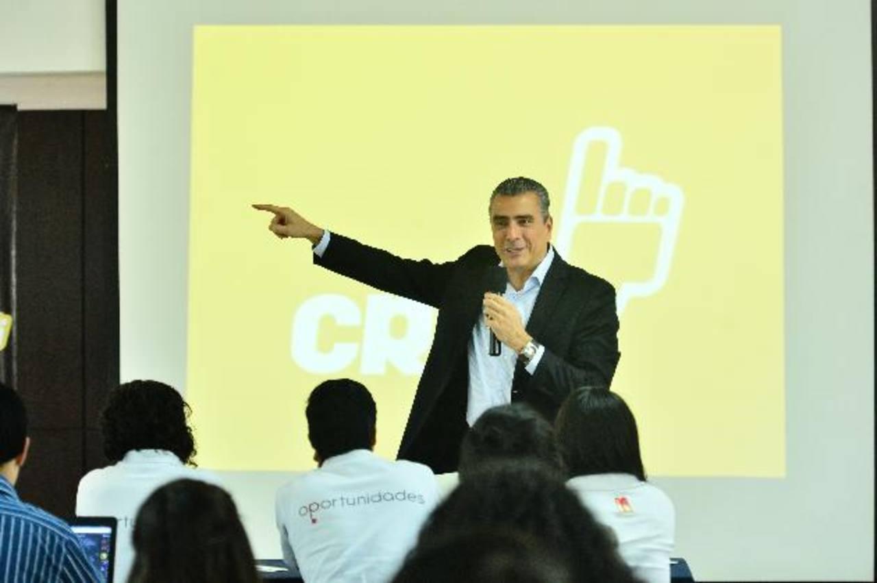 """Otto Guevara, político costarricense, expuso sobre """"principios libertarios"""", durante seminario de CREO. Foto EDH / René Quintanilla"""