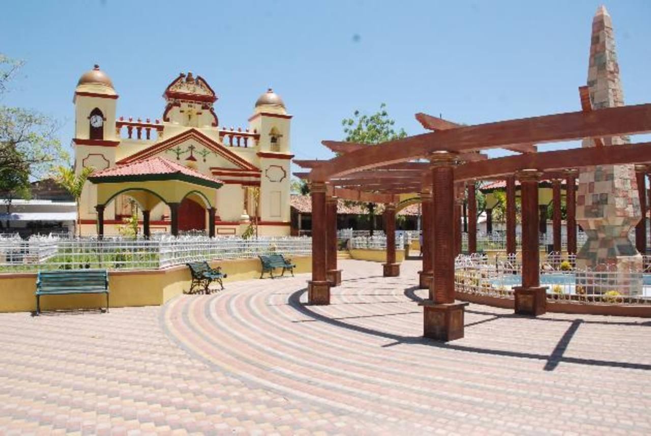 El parque fue remodelado este año, por lo que comuna debió hacer nuevo contrato con EEO. Foto EDH / insy mendoza