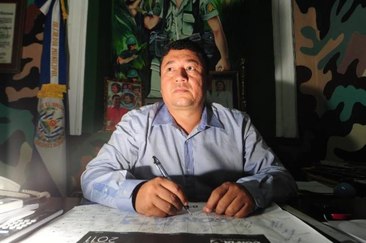 Will Salgado reta al FMLN a que avale gobierno plural