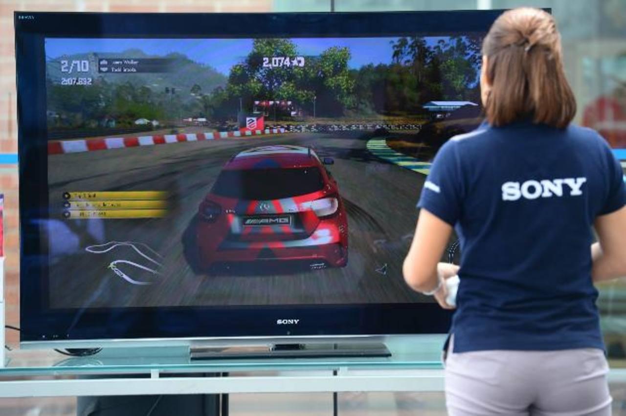 Detalles realistas en el exterior e interior del auto brinda el videojuego de Sony. foto edh
