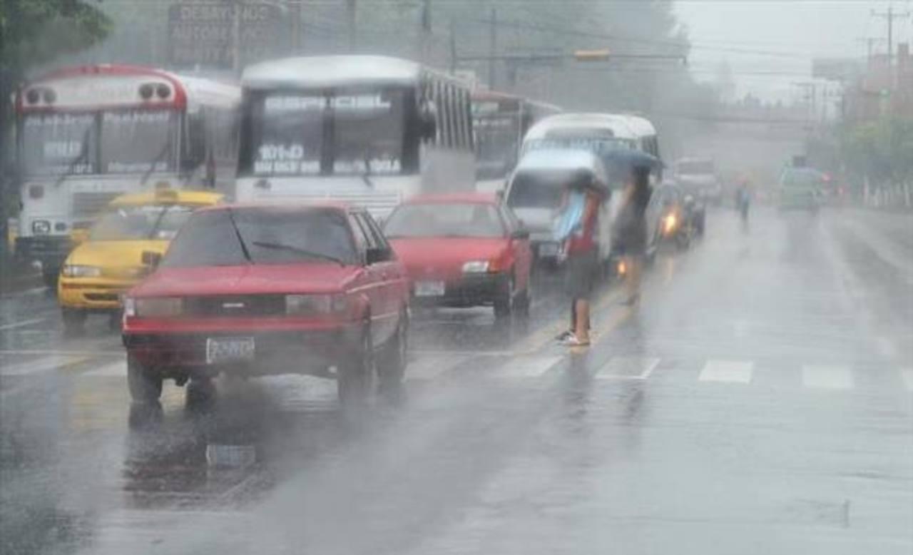 Lluvias seguirán hasta el martes en El Salvador