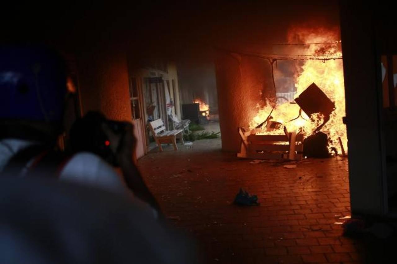 Incendian ayuntamiento de Iguala en protesta por desaparición de 43 jóvenes