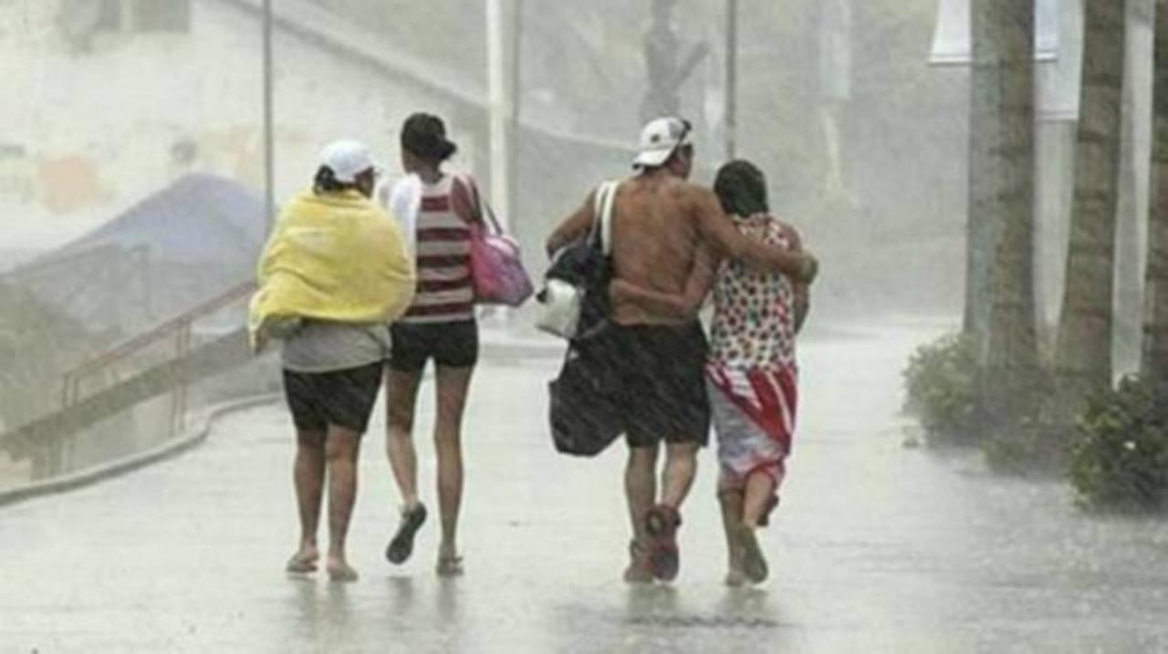 Huracán Simón alcanza la categoría 3 frente a México