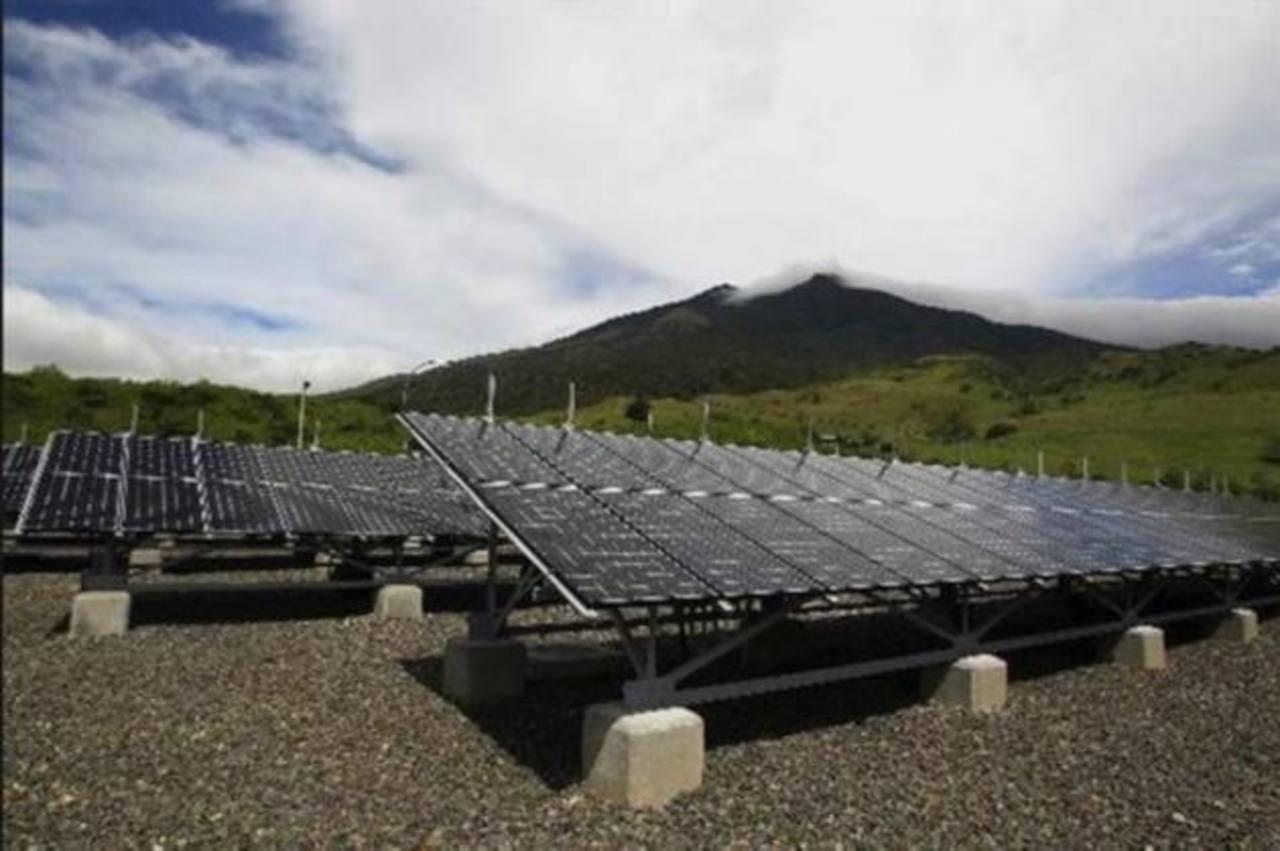 Alemania otorga $30 millones para energía renovable en El Salvador