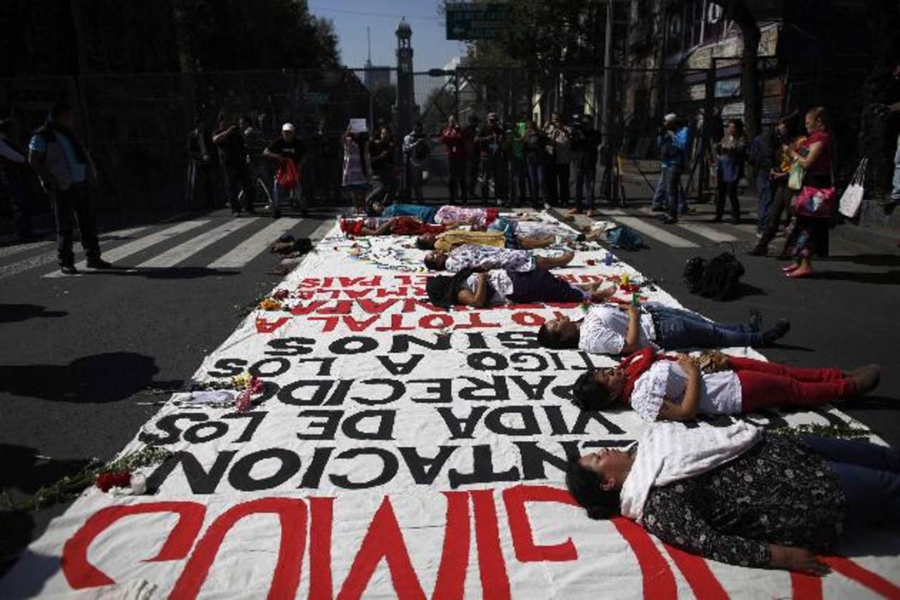 En varios estados y en el DF hubo manifestaciones por la desaparición de 43 estudiantes en Guerrero. foto EDH /ap