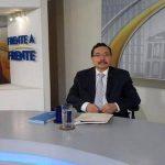 El secretario general del FMLN, Medardo González, durante una entrevista televisiva.