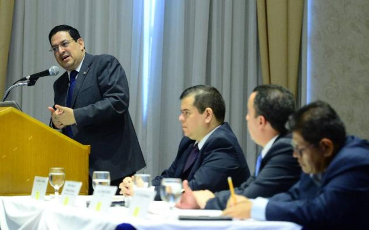Rodolfo González (izquierda) reiteró que el transfuguismo es un fraude al electorado. Foto EDH /omar carbonero