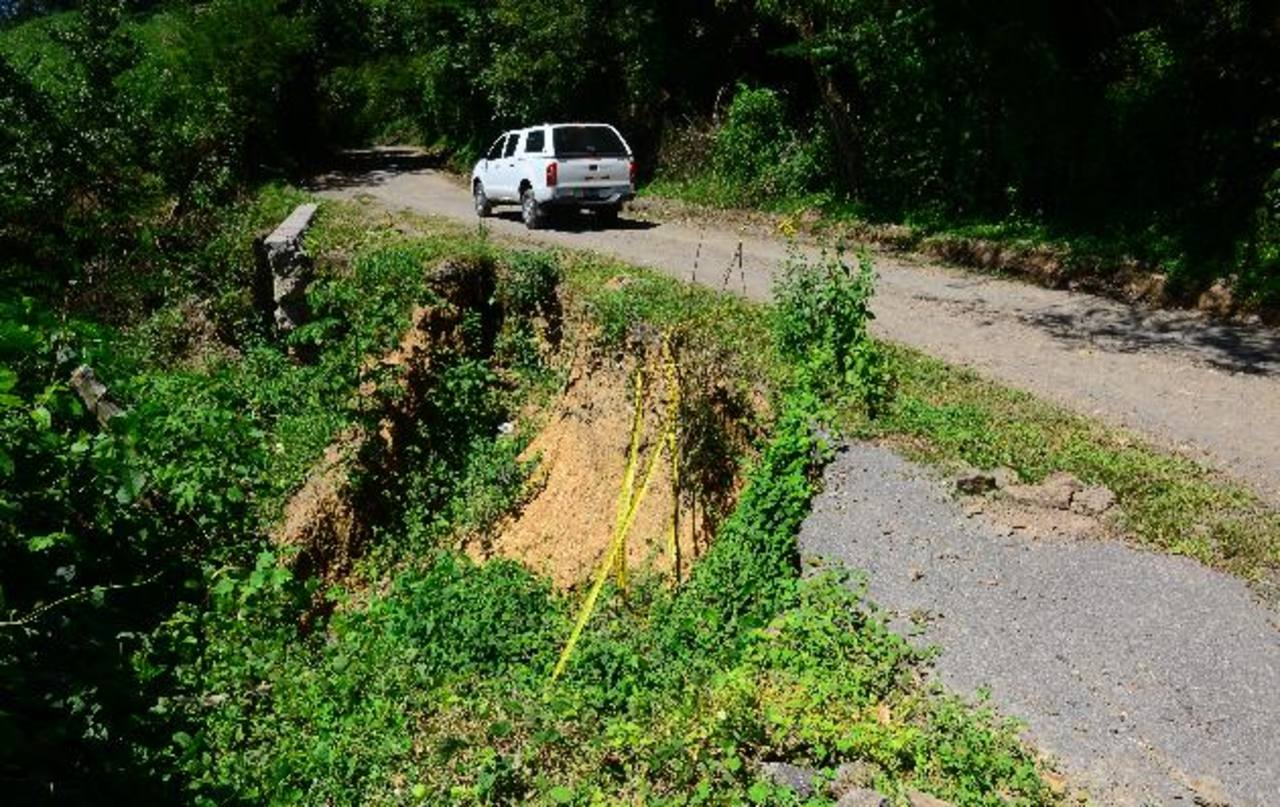 Tramo de la carretera que se encuentra en pésimas condiciones en el municipio de Arcatao, Chalatenango. EDH / René Estrada