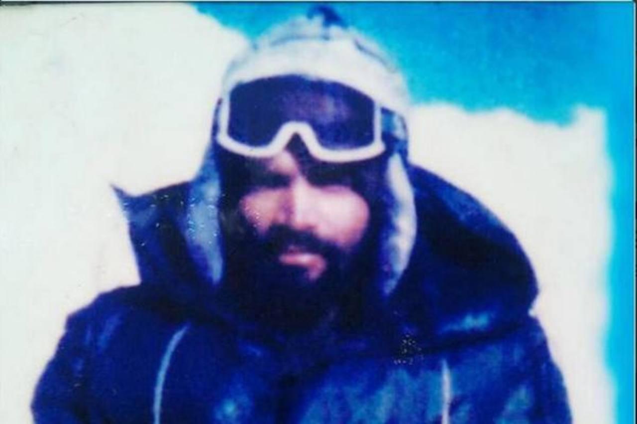 Encuentran congelado el cuerpo de un soldado indio después de 21 años