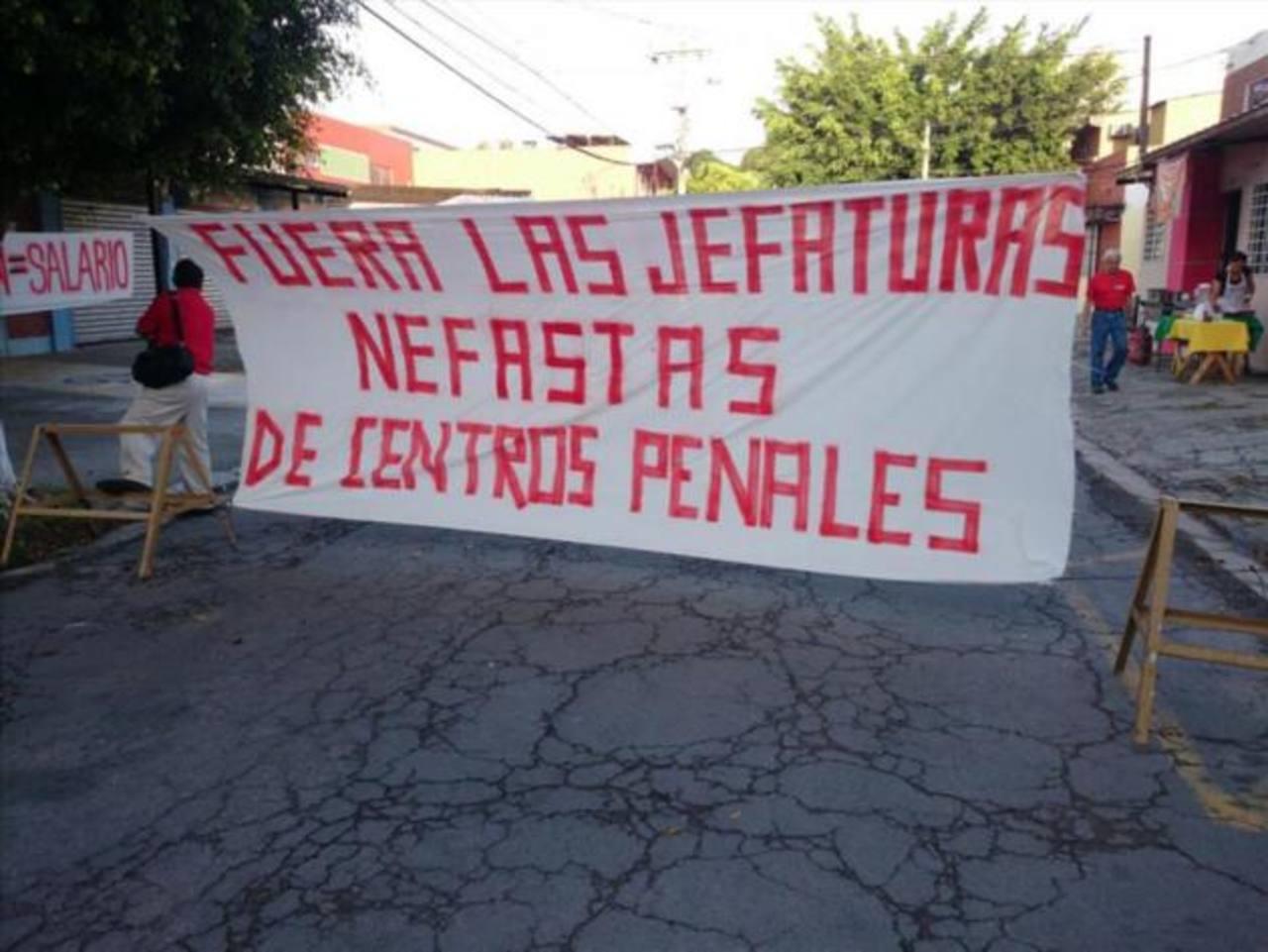 Juzgado declara ilegal huelga de empleados de centros penales