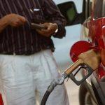 Bajarán los precios del combustible