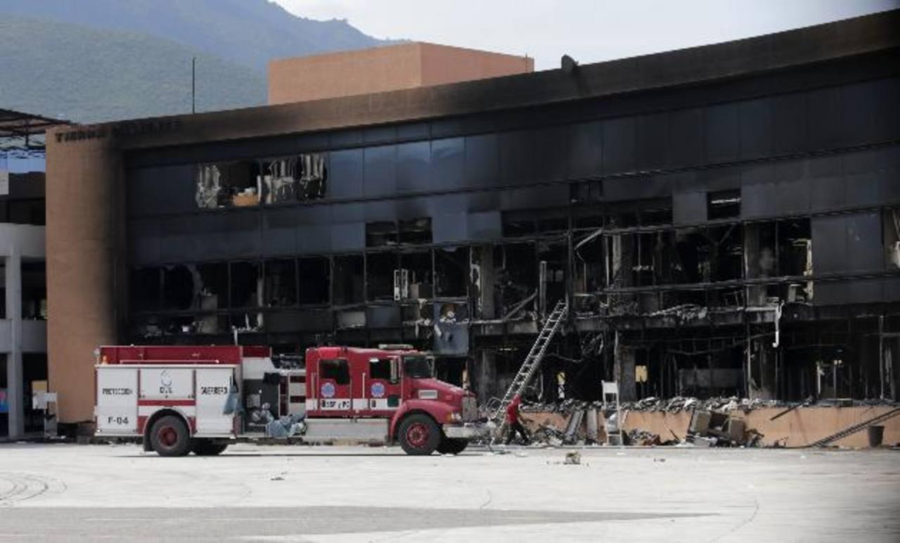 Así se veía ayer el ala quemada del Ayuntamiento de Chilpancingo, en el sureño estado mexicano de Guerrero. foto edh / Reuters