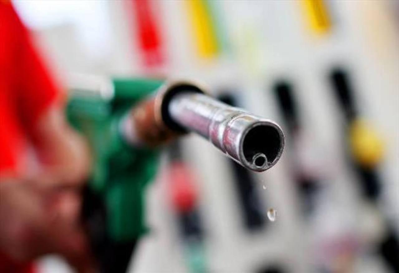 Bajarán los precios de la gasolina