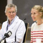 La cooperante noruega infectada de ébola en Sierra Leona, Silje Lehne Michaelsen (d), junto al médico Dag Kvale. foto edh / efe