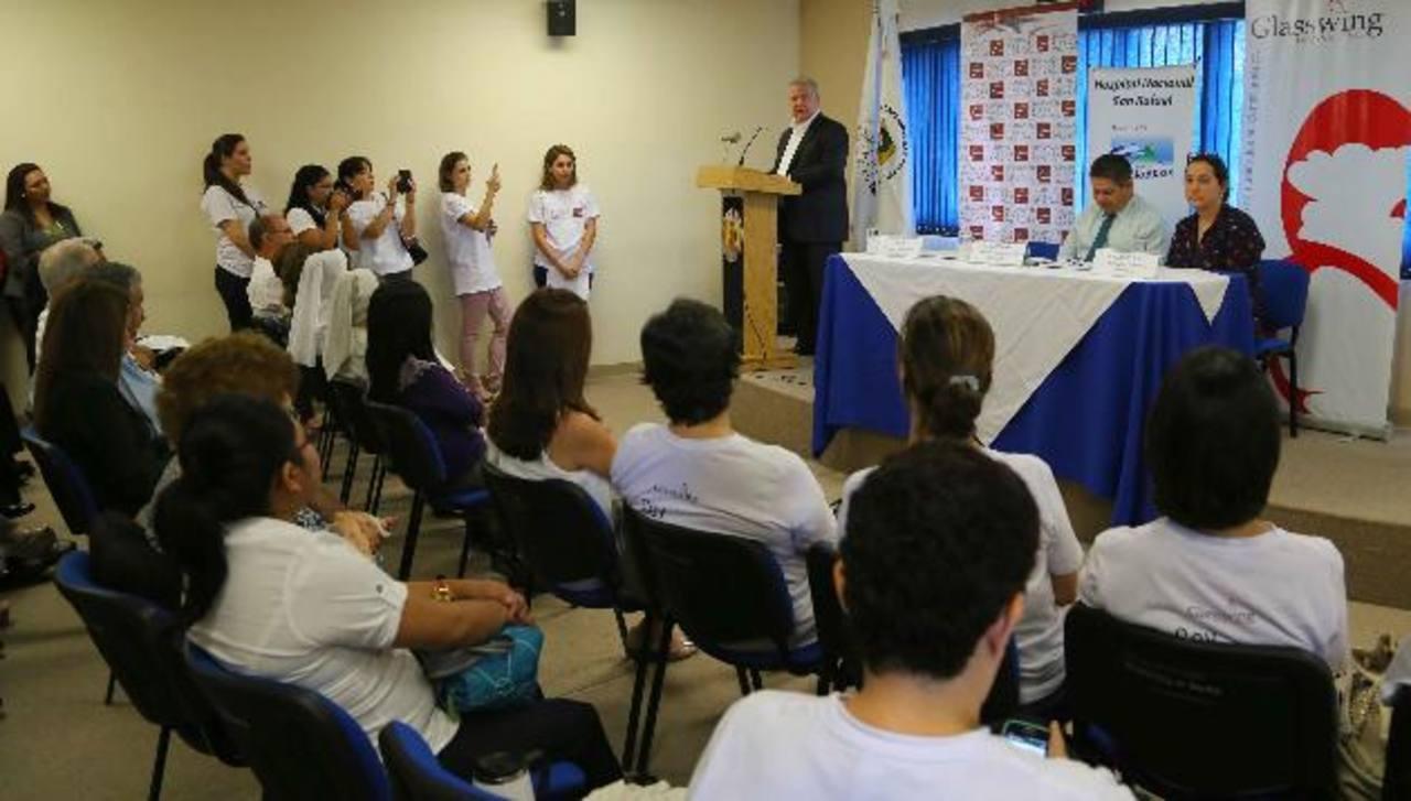 En su discurso, don Roberto Murray Meza señaló que continuarán colaborando en el área de pediatría del hospital y con el voluntariado de la fundación. foto edh / mario amaya