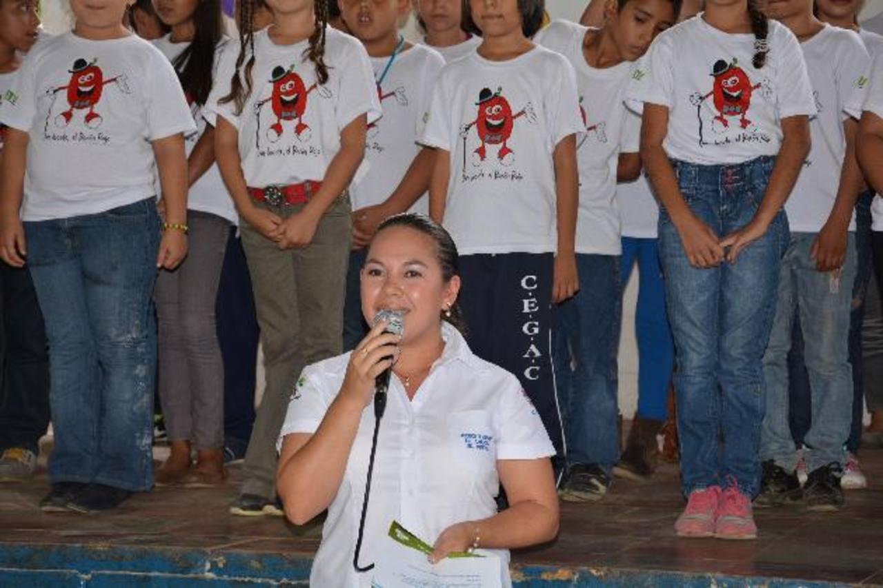 Los niños fueron juramentados, recientemente, por las autoridades del Ministerio de Turismo. Fotos EDH / Iris Lima.