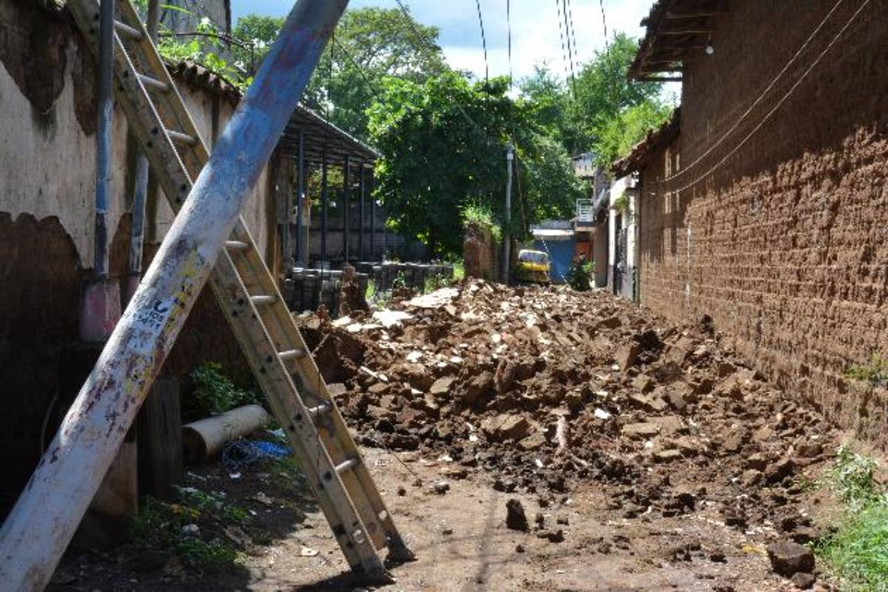 Tres muertos, viviendas dañadas y derrumbes dejó terremoto en El Salvador