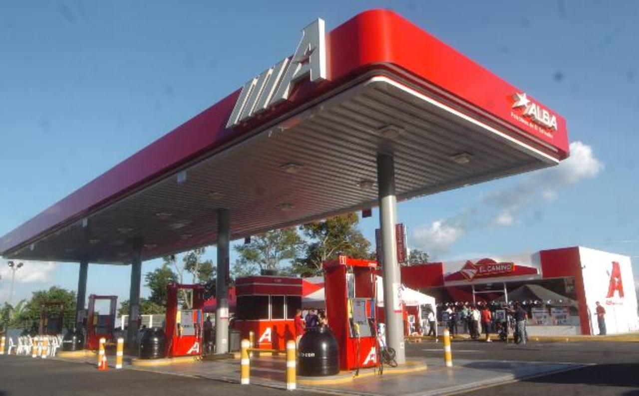 La empresa Alba Petróleos reportó ventas por $550 millones en 2013, pero registró pérdidas por $27 millones, por el comercio de combustible venezolano. Foto EDH / archivo