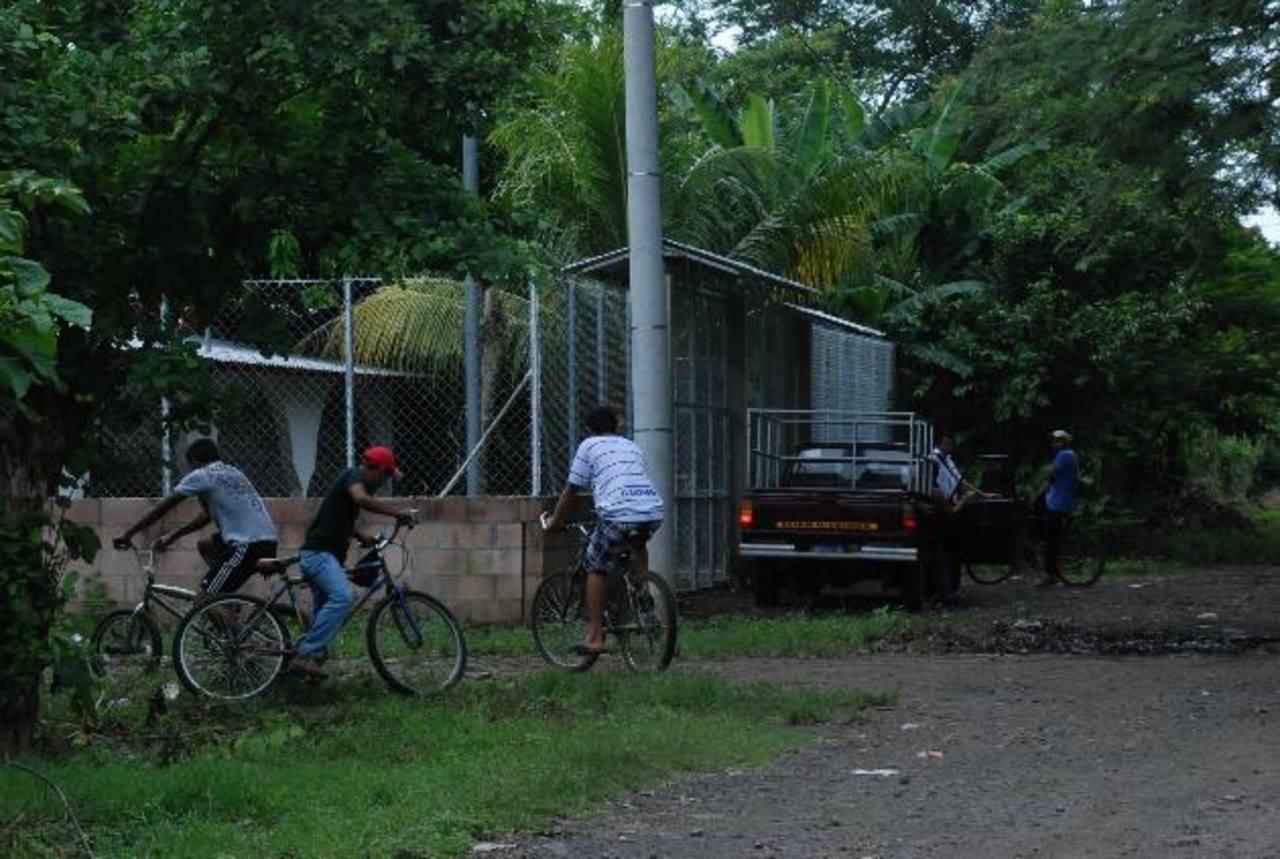 Brendy Campos fue asesinada por Heriberto Paniagua en la casa de un vecino, en cantón Miraflores. Otra niña, que solo era hija de la mujer, queda en la orfandad. Foto EDH / Lucinda Quintanilla