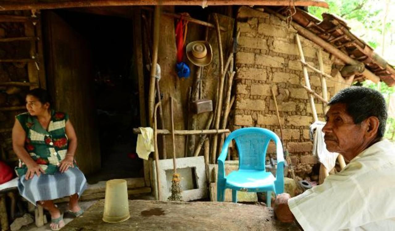 Según organismos multilaterales, la falta de acción contra la pobreza pueden dar lugar a inestabilidad social. Foto EDH / archivo