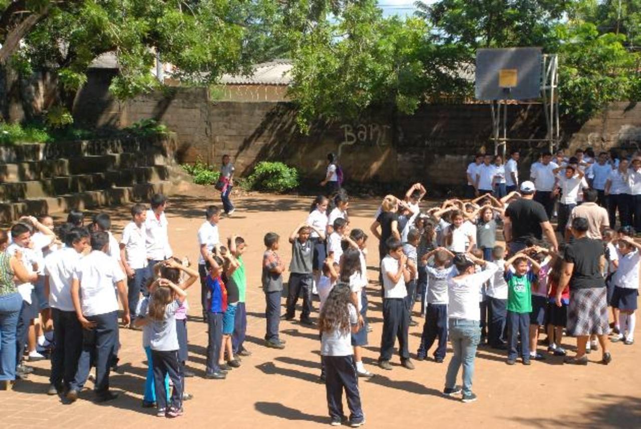 Los maestros fueron capacitados por cuatro días y la última prueba fue el simulacro. Foto EDH / Insy Mendoza