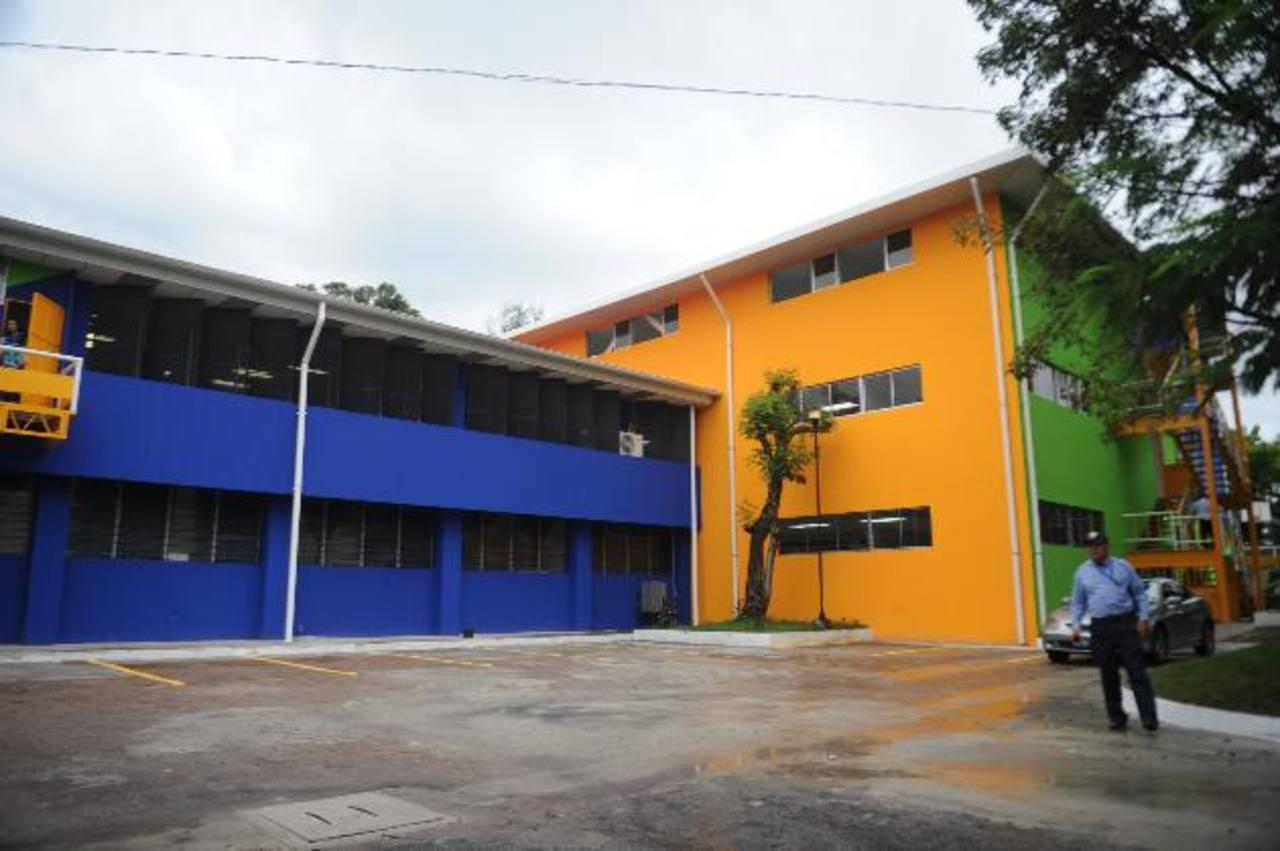 El edificio alojará a los docentes de las facultades de Aeronáutica, Ciencias Económicas y Estudios Tecnológicos, entre otras especialidades. Foto edh / Miguel Villalta