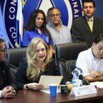 Presentan a primera mujer candidata del PCN