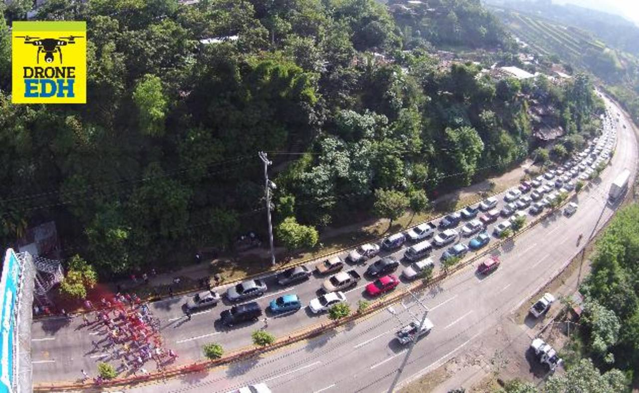Protesta por falta de agua genera 3 horas de trabazón