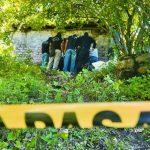 Investigadores procesan la escena de un doble asesinato