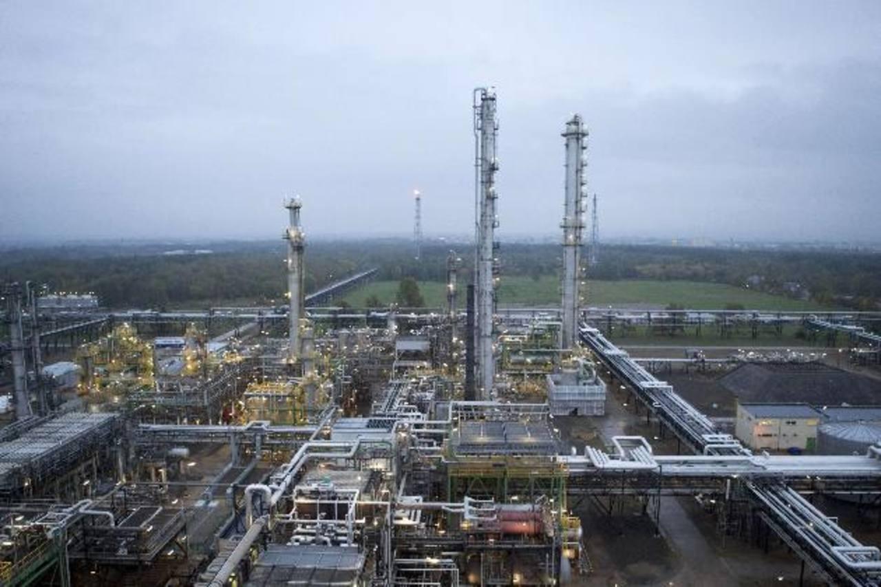 La Organización de Países Exportadores de Petróleo (OPEP) se reunirá este jueves para definir si recortan la producción para que los precios suban a $100 por barril. foto REUTERS.