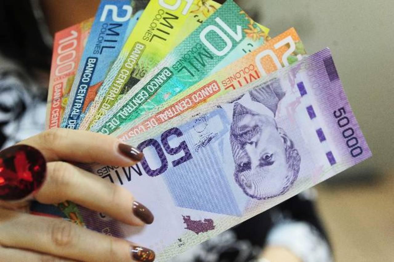 El gobierno de Costa Rica mantiene el estímulo para sus empleados, a pesar de que se prevé que este año cerrará con un déficit fiscal de 6.7 % del Producto Interno Bruto del país (PIB), por lo cual es criticado por la oposición.