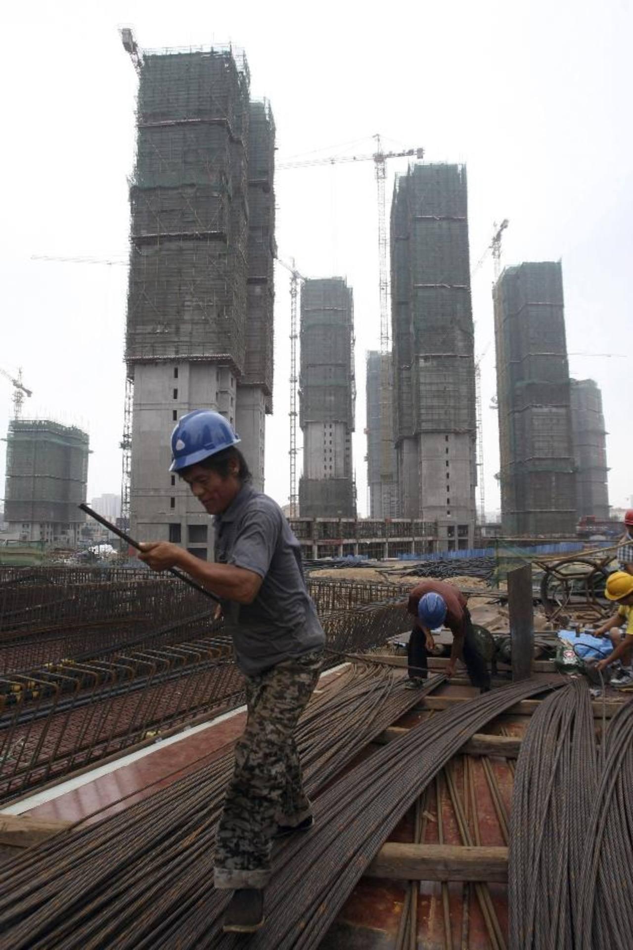 China refleja incertidumbre en el mercado de vivienda y en las exportaciones.